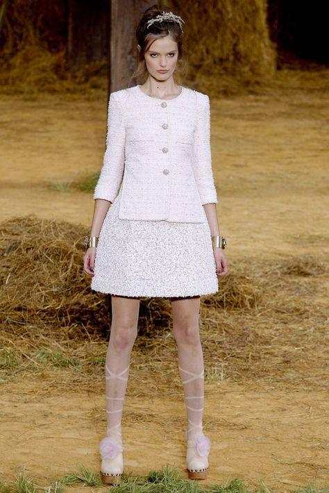 Chanel Spring 2010 Ready-to-Wear Fashion Show - Katie Fogarty