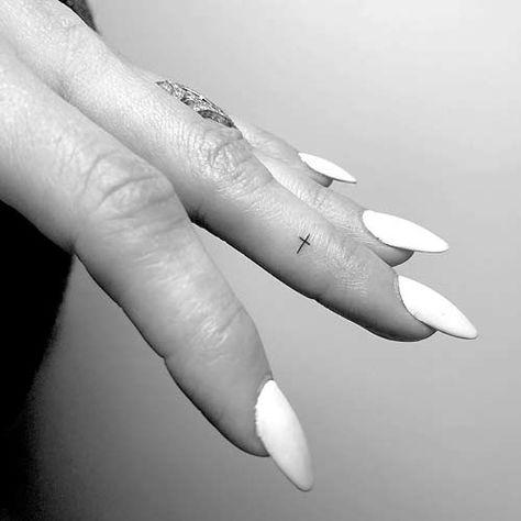 Cross Finger Tattoos, Finger Tattoos Words, Small Cross Tattoos, Cross Tattoos For Women, Small Finger Tattoos, Small Tattoos, Little Cross Tattoos, Tattoo Finger, Finger Tattoo Designs