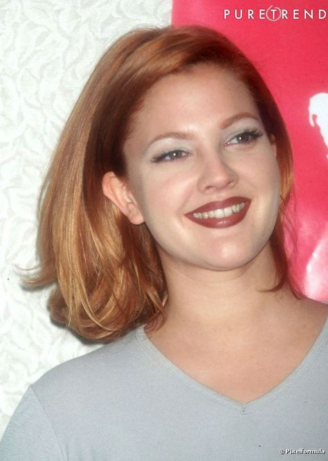 Drew Barrymore opte pour un carré long et roux pour rechauffer son teint.