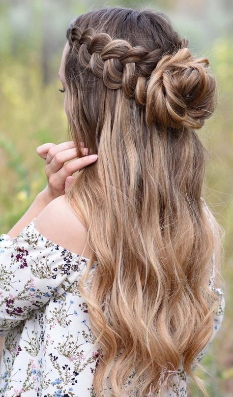 8 Halo Braid Hairstyles That Look Fresh And Elegant. It doesn& matter if yo., Peinados, 8 Halo Braid Hairstyles That Look Fresh And Elegant. It doesn& matter if you& into messy hair, buns, headbands or half updos. Adding a halo. Messy Bun Hairstyles, Teen Hairstyles, Formal Hairstyles, Pretty Hairstyles, Wedding Hairstyles, Concert Hairstyles, Bridesmaid Hairstyles, Hairstyles For Pictures, Prom Hairstyles For Long Hair Half Up