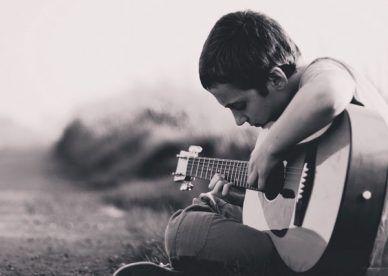 رمزيات حزينة صور رمزيات حالات خلفيات عرض واتس اب انستقرام فيس بوك رمزياتي Playing Guitar Boys Playing Image