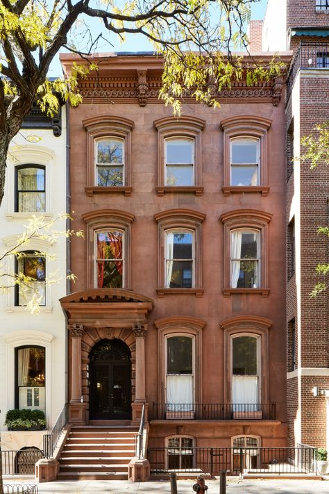 A Stunning Photographic Timeline of New York City's Iconic Brownstones – Architectural Style Brownstone Homes, New York Brownstone, Brooklyn Brownstone, Brooklyn Style, Brooklyn New York, Architectural Digest, New York Landmarks, New York Buildings, City Buildings