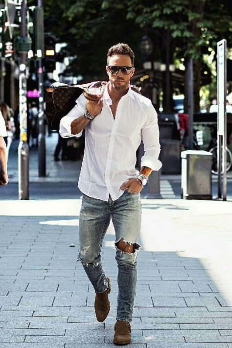 Can you look super sharp just in a jeans and casual shirt outfits? Some of you may think it's almost impossible to look sharp in simple jeans+casual shirt outfits.