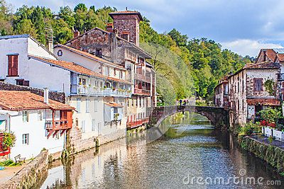 Pilsaint Jean Pied De Port Basque Donibane Garazi Is A Commune In The Pyrenees Atlantiques There Intersect At This Lo Places To Visit France Basque Country