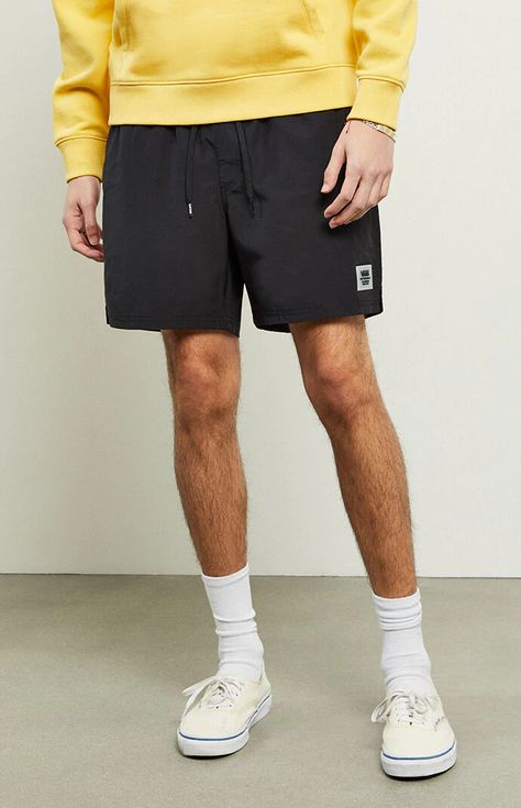 Get up and active with a little help from the Vans Black Primary Volley Shorts. These lightweight shorts feature a durable construction with Vans branding and an easy elastic waist with drawstrings. Streetwear Shorts, Streetwear Men, Streetwear Fashion, Black Vans Outfit, Vans Outfit Men, Summer Outfits Men, Short Outfits, Men's Summer Clothes, Male Summer Fashion