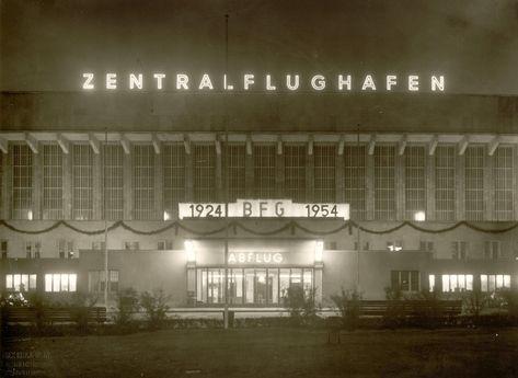 Eingangsbereich des Flughafens #Berlin #Tempelhof 1954 #THF © Flughafen Berlin Brandenburg GmbH / Archiv