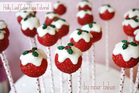 Christmas Cake Pops Tutorial: How to make Holly Leaf Cake Pops by niner bakes cake pops cake cake desserts desserts dulces en vaso faciles gourmet navidad Christmas Cake Pops, Christmas Sweets, Noel Christmas, Christmas Candy, Simple Christmas, White Christmas, Cake Pop Bouquet, Cake Pop Flavors, Snowman Cake Pops
