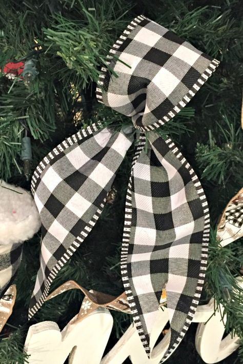 Boucles et queues avec ruban - All About Trendy Tree - Christmas Black Christmas Trees, Ribbon On Christmas Tree, Plaid Christmas, Christmas Wreaths, Christmas Time, How To Decorate Christmas Tree, Christmas Tree Ideas, Christmas Bow Tree Toppers, Christmas Pictures