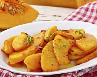 Potiron rôti au miel, thym et ail : http://www.fourchette-et-bikini.fr/recettes/recettes-minceur/potiron-roti-au-miel-thym-et-ail.html