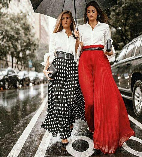 DUPLA FASHION COM CAMISAS BRANCAS E MAXI SAIAS PLISSADAS - @streetstylegallery_ - #camisa #camisafeminina #camisabranca #maxisaia #saialonga #maxiskirt #saiaplissada #bolinhas #polkadots #poas #moda #estilo #tendência #fashion #fashionblog #modafeminina #streetstyle #streetfashion #streetwear #modaderua #estiloderua #outfitt #ootd #outfitoftheday #outfitideas #outfits #looks #lookoftheday #lookdodia #look #GostoDisto