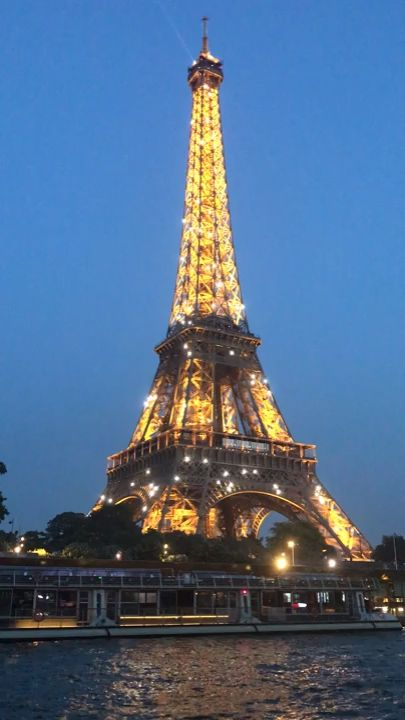 Where to take the most beautiful photos in Paris, France? Discover the best locations (+map)