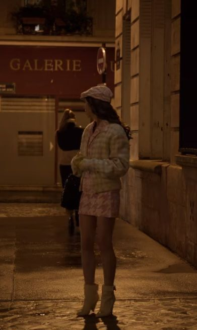 Lily Collins In Emily In Paris Lily Collins Paris Outfits Movies Outfit