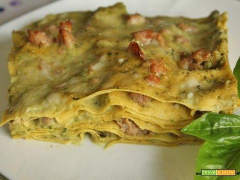 Lasagne con salsiccia e besciamella al pesto di basilico e noci  #ricette #food #recipes