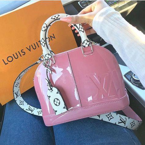 Sac Louis Vuitton en rose vernis, I like it 💗 Luxury Purses, Luxury Bags, Luxury Handbags, Fashion Handbags, Fashion Bags, Louis Vuitton Handbags, Purses And Handbags, Pink Louis Vuitton Bag, Louis Vuitton Jewelry