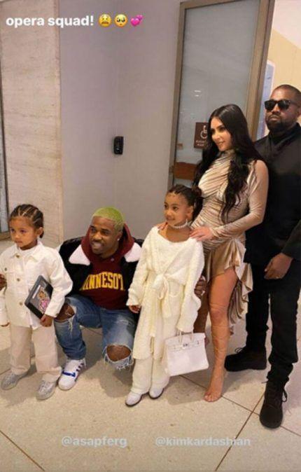 North West Confidently Rocks A 10k Hermes Birkin Bag At Age 6 Feeling Poor Yet Fashion Style Kim Kardashian Snapchat Kim Kardashian Kendall Jenner Outfits