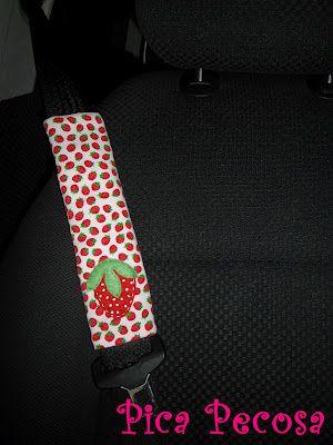 Seat belt strawberry felt cover  / Protector para el cinturón de seguridad del coche fresa de fieltro