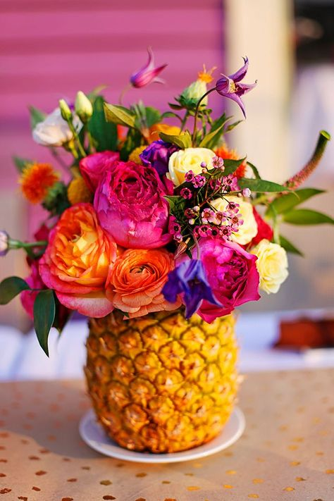 A Caribbean Birthday Dinner!- A Caribbean Birthday Dinner! I imagine the pineapple arrangement like this though maybe a little less colourful :] - Summer Flower Arrangements, Summer Flowers, Floral Arrangements, Table Arrangements, Birthday Dinners, Birthday Parties, Diy Birthday, Pineapple Vase, Pineapple Flowers