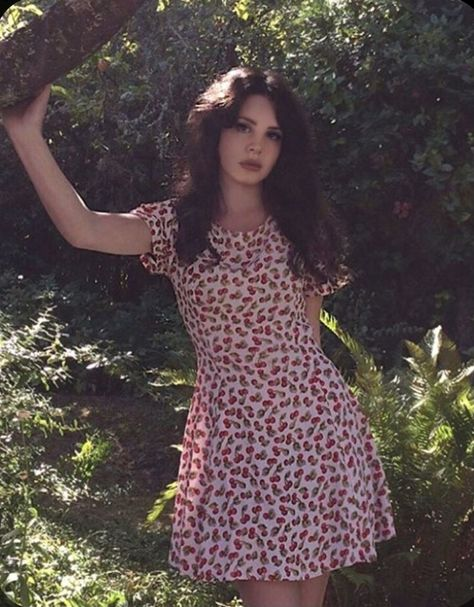 I love her sm and this photo is just *cheff kiss* #lanadelrey #red #flowers #follow4follow #ooo #hey