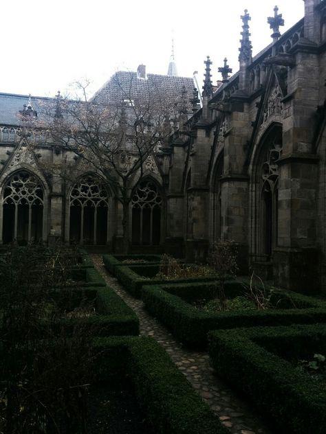 Gothic architecture dark & g Gothic Aesthetic, Slytherin Aesthetic, Blue Aesthetic, Aesthetic Anime, Gothic House, Victorian Gothic, Dark Gothic, Gothic Room, Gothic Lolita