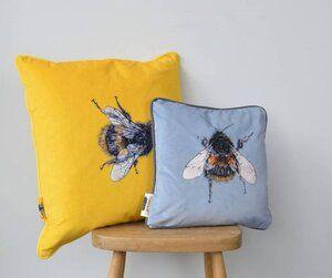 Honey Bee Blog In 2020 Bee Hive Bee Shop Bee
