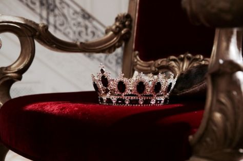 """""""An empty throne with no king to sit upon it."""" """"Perhaps it could have a queen."""" """"Not this queen."""""""