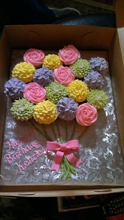 New flowers birthday cupcakes ideas Pull Apart Cupcake Cake, Pull Apart Cake, Cupcake Cakes, Cup Cakes, Flower Cupcake Cake, Cupcake Bouquets, Cupcake Birthday Cake, Flower Birthday Cakes, Birthday Cake Design