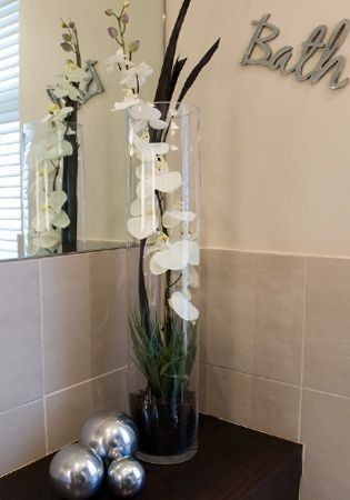 Pin By Kim Bradberry On Casa Bathroom Flowers Fake Flower Arrangements Vases Decor
