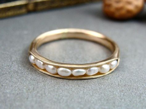 pearl ring, pearl band ring, classic pearl ring, stack ring, gifts for her Delicate fresh water pearls are cradled in the folds of this solid gold ring. The stones are held securely in place by a sterling wire. Ring Set, Ring Verlobung, Piercings, Vintage Engagement Rings, Vintage Rings, Jewelry Rings, Fine Jewelry, Jewellery, Geek Jewelry