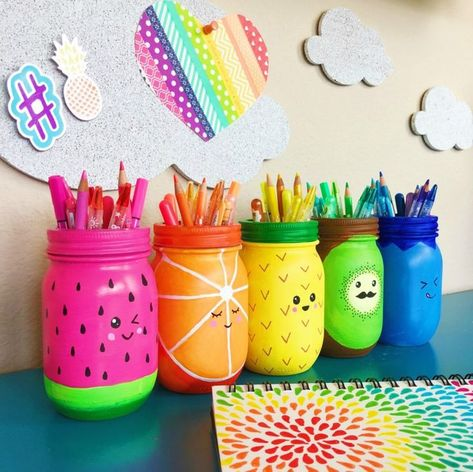 Rainbow Fruit Mason Jar Craft – You are in the right place about Rrainbow background Here we offer you the most beautiful pictures about the Rrainbow cat you are looking for. When you examine the Rainbow Fruit Mason Jar Craft – part of the picture … Pot Mason Diy, Mason Jar Crafts, Bottle Crafts, Paint Mason Jars, Decorating Mason Jars, Mason Jar Painting, Bottle Art, Cute Crafts, Crafts To Sell