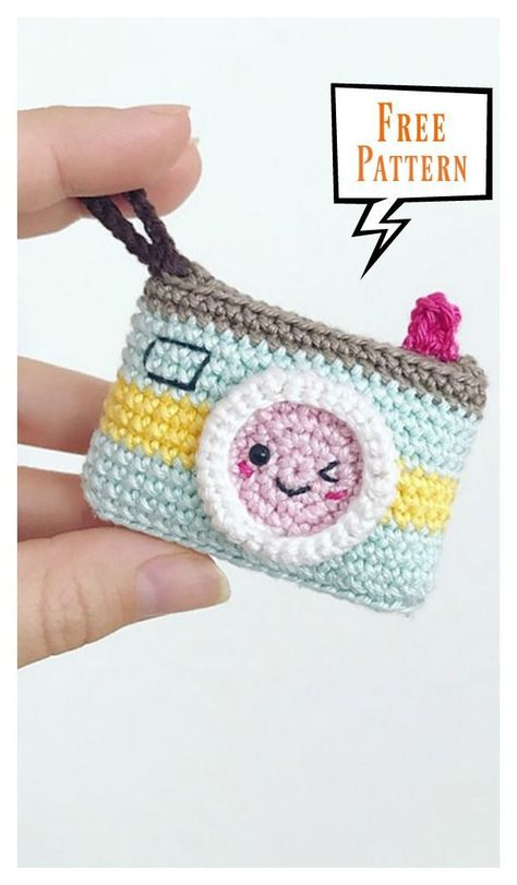 Kawaii Camera Keychain Free Crochet Pattern #cutecrochet Kamera Schlüsselanhänger #häkeln #crochet #amigurumi #kawaii #cute