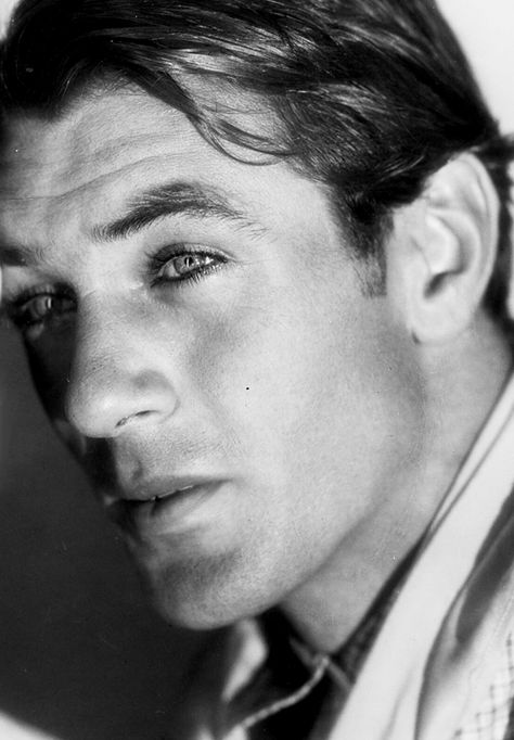 Gary Cooper was an actore famed for his stoic understated style. He made a name for himself in Westerns, crime, comedy and drama's. This 1929 photo shows why he was considered such a beautiful man!....x