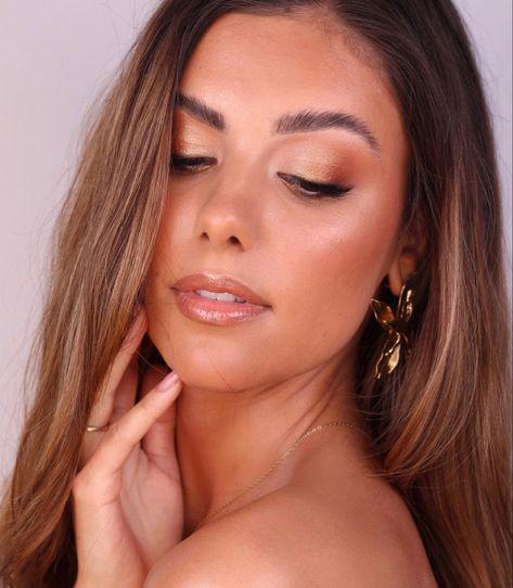 #makeup #makeupoftheday #bronze #bronzemakeup #glowyskin #prommakeup #tan #model #modelpose #bridalmakeup