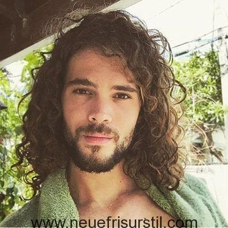 Lange lockige haare mann