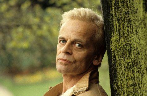 """Einen seiner legendärsten Ausraster hatte Klaus Kinksi 1971 bei der Uraufführung von """"Jesus Christus Erlöser"""". Ein Zuschauer bemerkte, Jesus sei sanftmütig gewesen. Kinskis Antwort: """"Jesus hat nicht nur gesagt: Halt deine Schnauze!Er hat eine Peitsche genommen und hat ihm in die Fresse gehauen! Das hat der gemacht. Du dumme Sau."""" (Bild: Getty Images)"""
