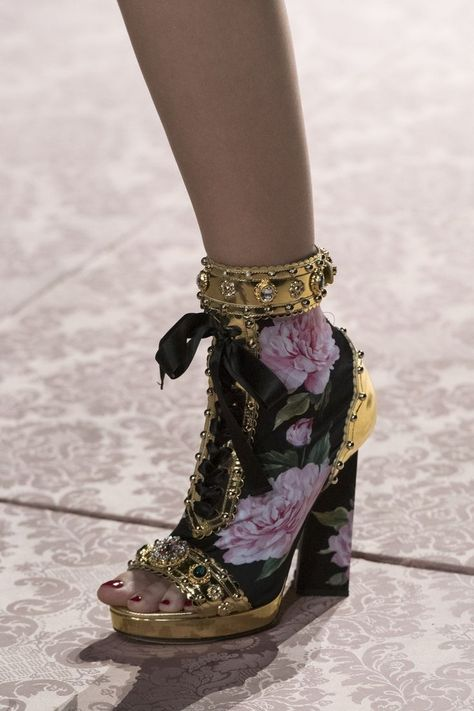 Dolce & Gabbana at Milan Fashion Week in spring 2019 - Dolce & Gabban .- Dolce & Gabbana at Milan Fashion Week in spring 2019 – Dolce & Gabbana at Milan Fashion Week in spring 2019 – Details Runway Photos – Dolce & Gabbana, Mode Shoes, Women's Shoes, Shoe Boots, Milan Fashion Weeks, New York Fashion, Adidas Porsche, Shoes Valentino, Nike Design