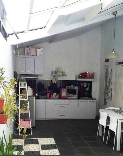 Desain Dapur Terbuka Menghadap Taman Semi Outdoor Di Belakang Rumah Pinterest Kitchenette