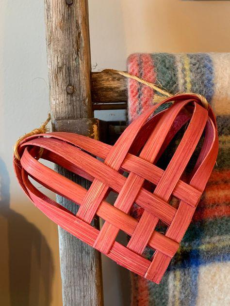 Renaissance 2000 Basket Weave Pattern Table Runner Red//Gold
