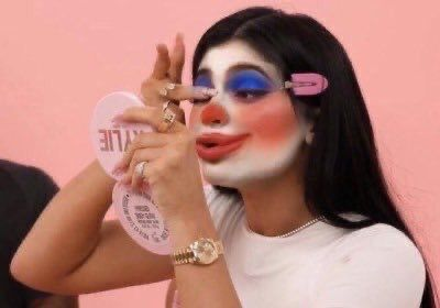 kyliejenner kylie kyliecosmetics clown clowngirl clowncostume funny  memes funnymemes reaction reactionpics react in 2020  Clown meme  Makeup memes Meme faces
