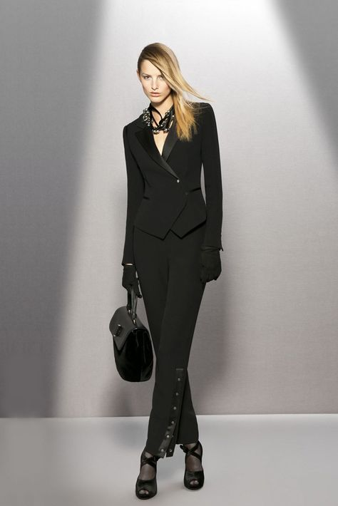 Giorgio Armani Pre-Fall 2011 Fashion Show Collection