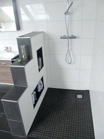 Badezimmer Ideen Begehbare Dusche 2019 Kleines Bad Ideen Mit Einbau Begehbare Dusche Mit Schwarz Grau Mosaik Bathroom Interior Bathroom Layout Small Bathroom