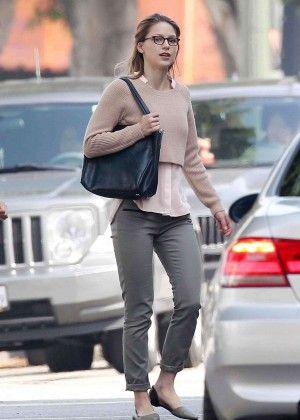 Melissa Benoist Filming Super Girl 03 Gotceleb Supergirl Outfit Melissa Benoist Melissa Supergirl