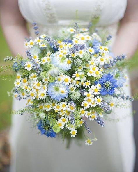 Que buquê delicado! Flores do campo são tão lindas e românticas!