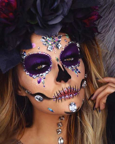23 Sugar Skull Makeup Ideas for Halloween Candy Skull Makeup, Halloween Makeup Sugar Skull, Sugar Skull Costume, Halloween Makeup Looks, Halloween Kostüm, Leopard Halloween, Witch Makeup, Clown Makeup, Costume Makeup