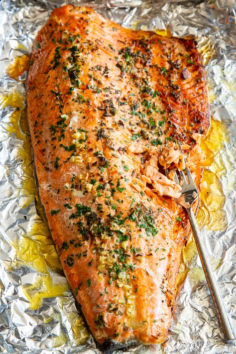 Baked Salmon in Foil with Garlic, Rosemary and Thyme Keto}. Baked Salmon in Foil with Garlic, Rosemary and Thyme Keto} Recipes This Baked Salmon in Foil with Garlic, Rosemary and T. Baked Salmon Recipes, Fish Recipes, Seafood Recipes, Paleo Recipes, Cooking Recipes, Dinner Recipes, Easy Healthy Salmon Recipes, Delicious Salmon Recipes, Recipies