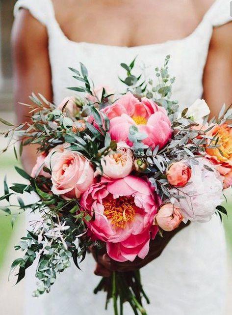 Bouquet Sposa Ulivo.Bouquet Sposa Con Rami D Ulivo E Peonie Fucsia Fiori Nuziali