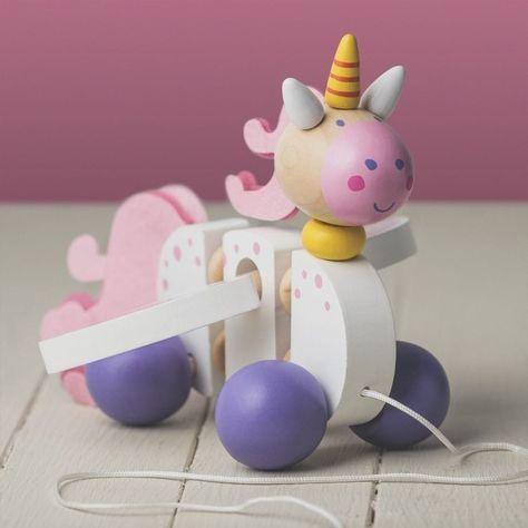 Kleine Kinder lieben Spielzeug! Das niedliche Einhorn Holzspielzeug zum ziehen ist eine nette kleine Geschenkidee fr Kinder. .Den Artikel Einhorn Holzspielzeug zum Ziehen findest du unter der Artikelnummer 11298 auf trendaffe.de...#trendaffe #geschenke #geschenkideen #einhorn #unicorn #s #spielzeug #chaos #kinderzimmer #spielundspa #spa #kinder #kleinkinder #freizeit #holz #holzspielzeug #figuren #kindergeburtstag #kindergarten #spielzeugkiste #instagood