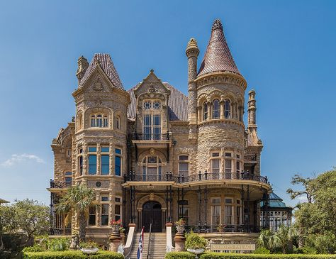 Image of: Victorian Manor House Cost Victorian Architecture, Beautiful Architecture, Beautiful Buildings, Building Architecture, Victorian Manor, Victorian Style Homes, Casa Retro, Old Mansions, Castle House