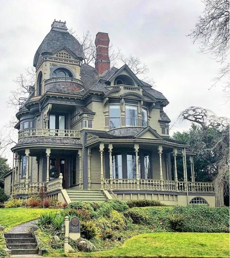 The Roland Gamwell house in Bellingham Washington If you're interested in selling or buying a Victorian home or looking to sell or buy… Victorian Homes Exterior, Victorian Style Homes, Victorian Architecture, Gothic Architecture, Beautiful Architecture, Beautiful Buildings, Beautiful Homes, Victorian Houses, Victorian Buildings