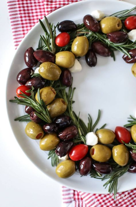 Easy Olive Wreath Holiday Appetizer recipe idea. #christmas #recipe #thanksgiving #holiday #appetizer #recipe #olive