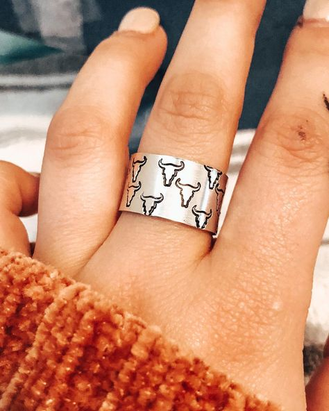 Bull skulls stamped all the way around a thick band. Ring size is adjustable. Steam Punk Jewelry, Skull Jewelry, Hippie Jewelry, Cute Jewelry, Ethnic Jewelry, Hippie Boho, Horse Jewelry, Jewellery, Country Girl Dresses